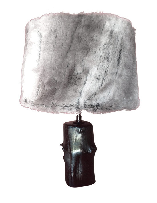 Lampe bois abat jour fourrure grise