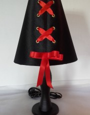 """Lampe artisanale BSK """"Lacée"""" satin noir ruban rouge"""