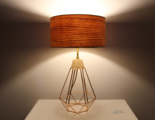 Lampe BSK tendance bois et metal Diamant cuivre allumee