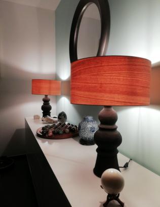 Luminaire et abat jour en bois